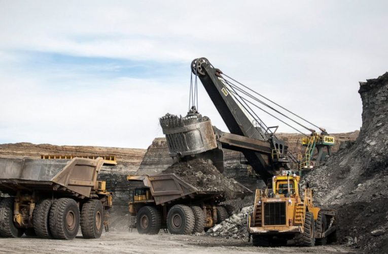 Judge nixes bid to stop coal sales that Trump revived